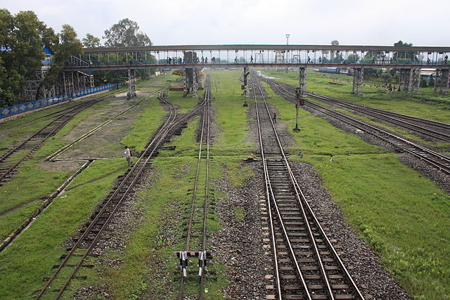 Indian station with different track gauges